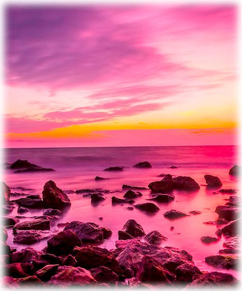 Meeresbrandung in Abendstimmung in pink und violett