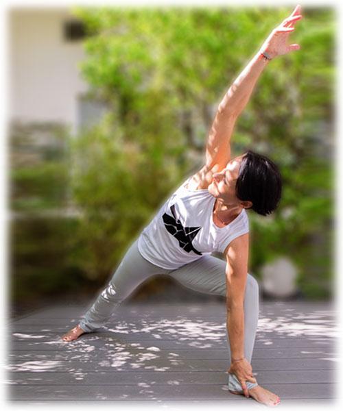 Birgit Wasmeyer in Yogaposition